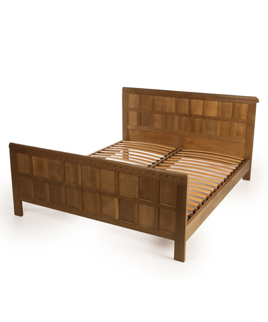 BE009 Solid Oak Panelled Bedstead 6'W
